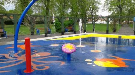Paddling pool/water play facility